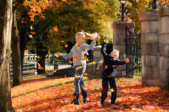 Fall outdoor family photography in Burnaby.