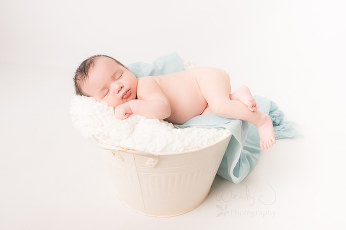 Surrey newborn photographer, Wendy J Photography.