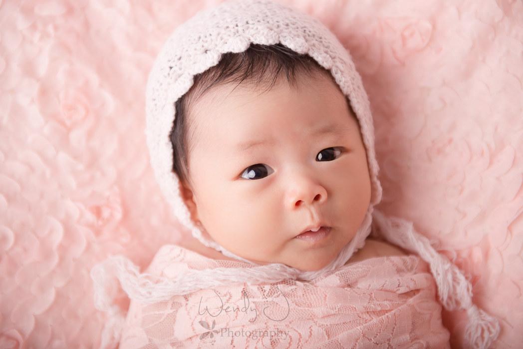 Vancouver newborn photographer, Wendy J Photography.
