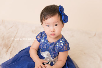 One year old girl portrait photo session.